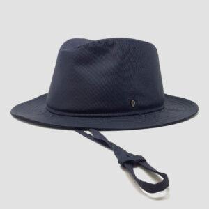 Cappello in Tessuto Impermeabile con Laccio e Membrana Interna