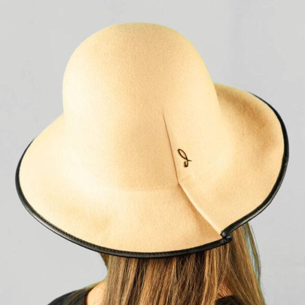 Cappello Cloche Arrotolabile in Feltro e Profilo in Pelle