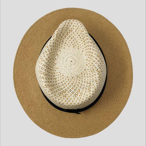Cappello con decorazione