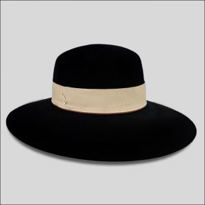 Cappello in feltro velour nero con cinta beige