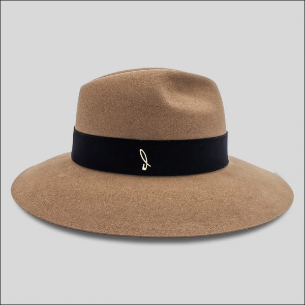 Cappello ala larga con logo Doria